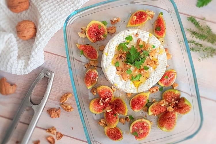 Camembert au four, figues, noix et miel