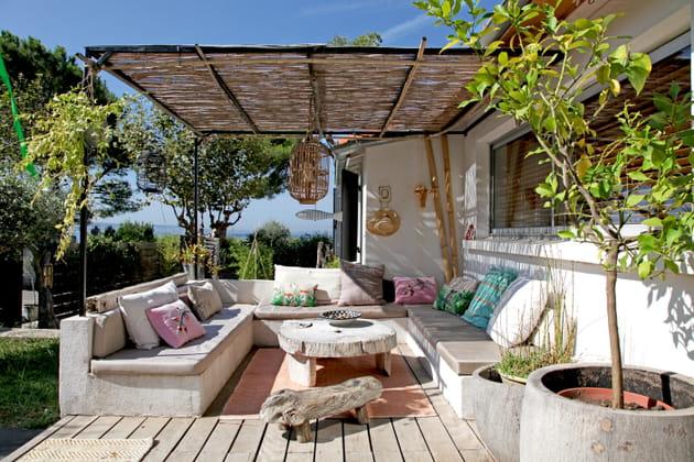 Terrasse sous les canisses