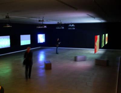 scénogaphie de l'exposition john maeda à la fondation cartier (2006)