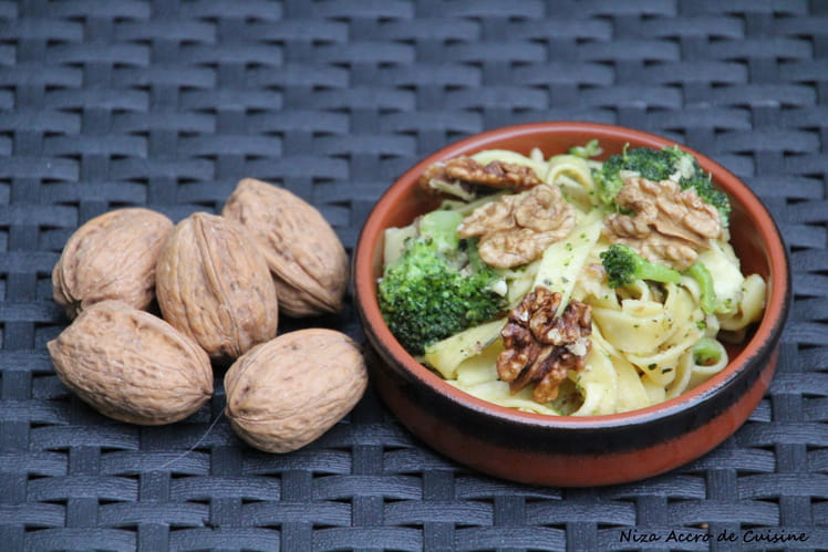 Tagliatelles fraîches aux brocolis, sauce aux noix