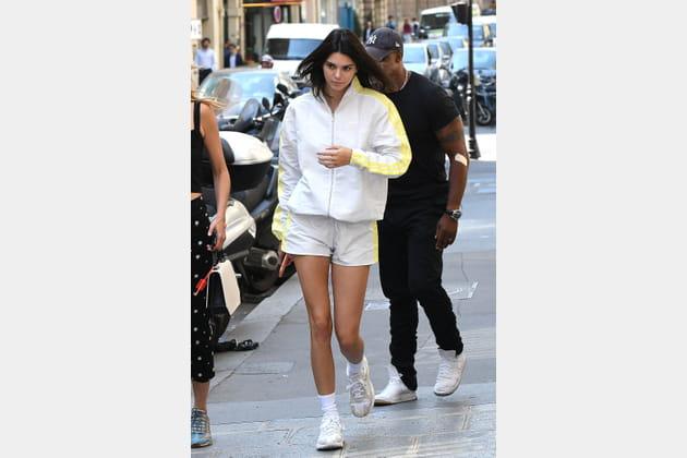 Kendall Jenner en ensemble de survêtement adidas
