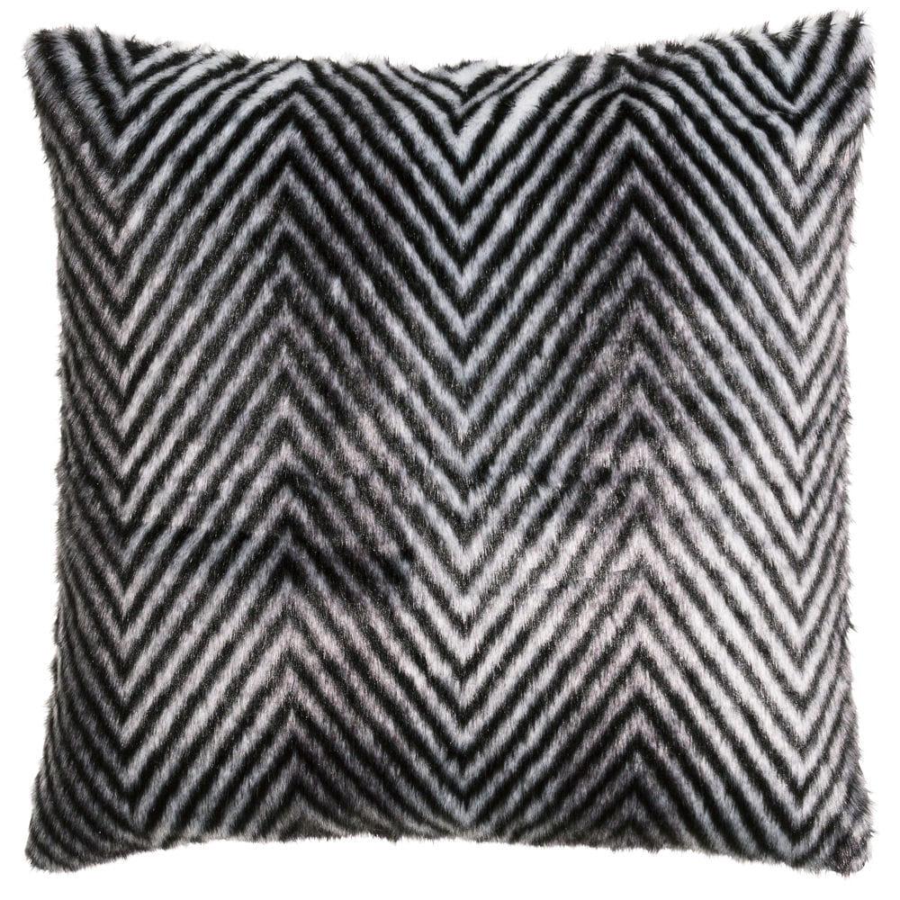 housse de coussin effet fourrure h m home. Black Bedroom Furniture Sets. Home Design Ideas