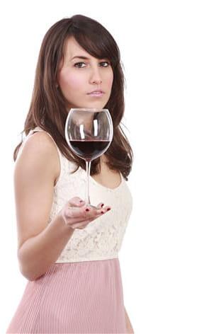 la consommation excessive d'alcool pour nuire à la qualité du cheveu.