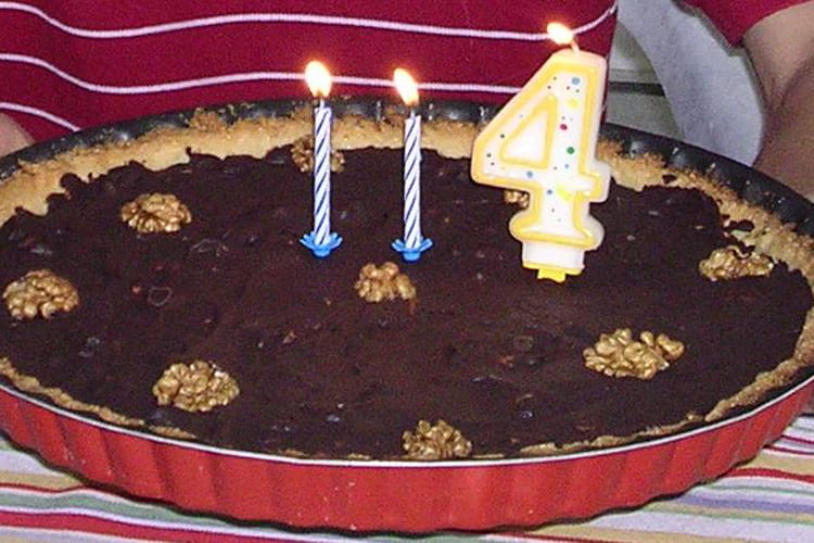 Tarte au chocolat, noix et caramel salé