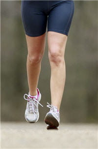 la pratique sportive implique transpiration et donc des risques pour les pieds.