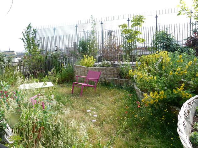 un toit terrasse fa on jardin de campagne. Black Bedroom Furniture Sets. Home Design Ideas