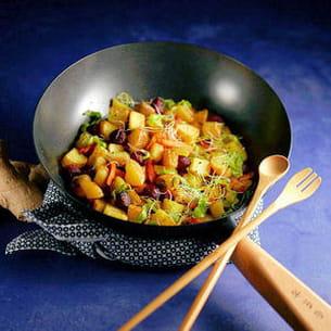 wok de pommes de terre, fèves et betteraves