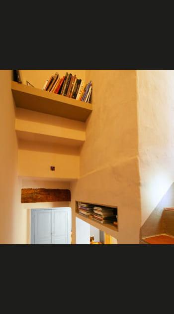 Solution n° 5 : les étagères et niches dans l'escalier