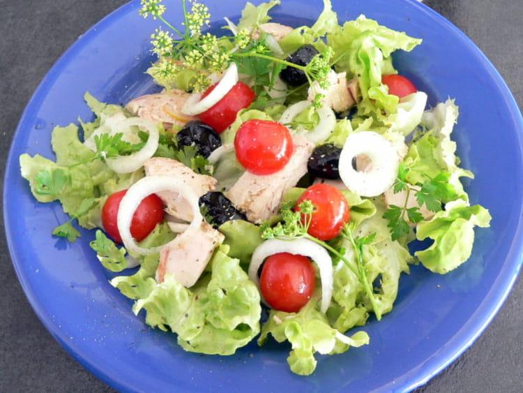 Recette de salade d 39 t au thon tomates et olives noires la recette facile - Salade d ete originale et facile ...
