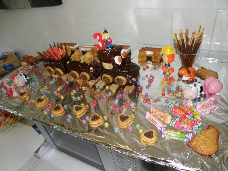 Populaire d'anniversaire en train et bonbons FJ39