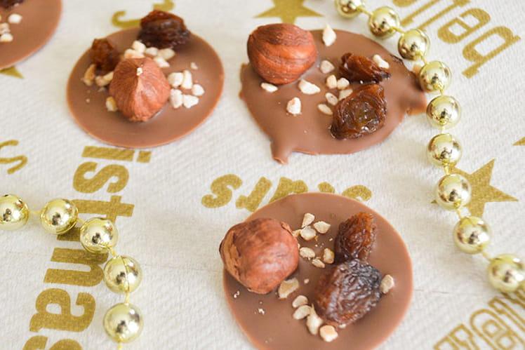 Mendiants de Noël : chocolat au lait, noisette et raisin sec