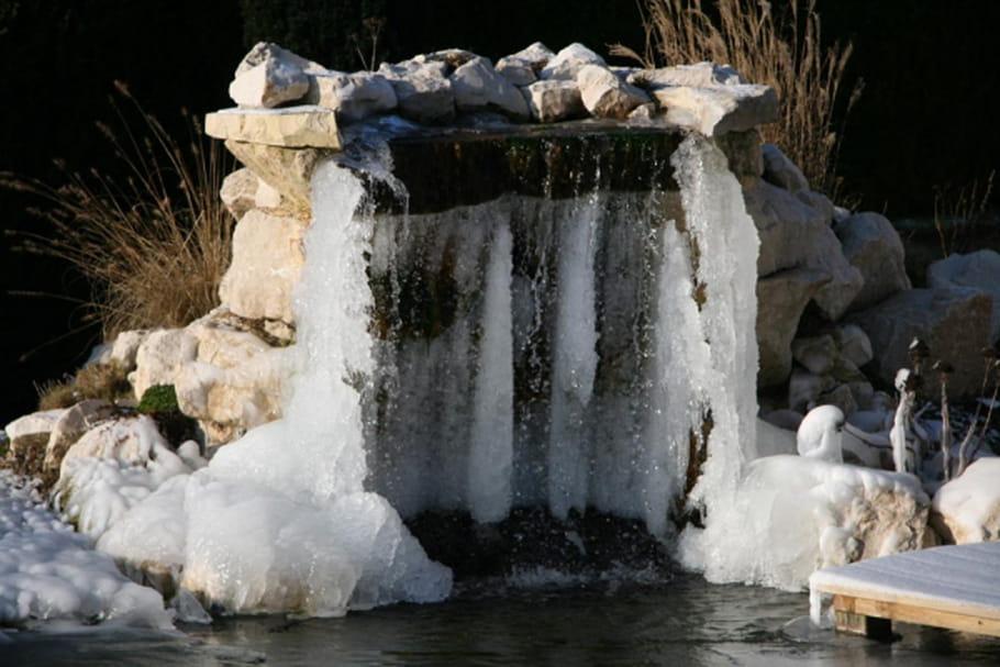 Protéger son point d'eau au jardin contre le froid