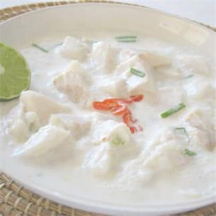 poisson cru mariné au lait de coco et citron vert.