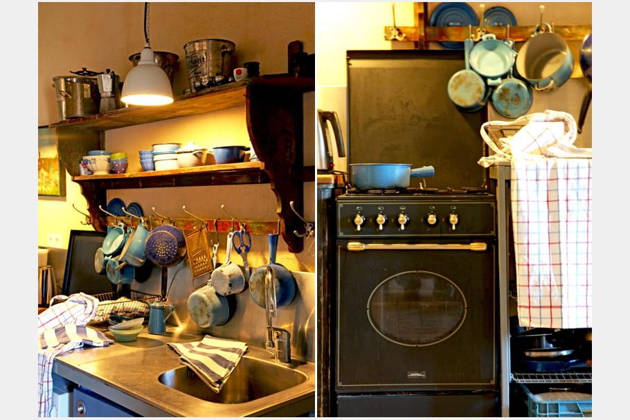 une cuisine campagne de style brocante. Black Bedroom Furniture Sets. Home Design Ideas