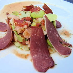salade de fèves à la tomate et magret de canard