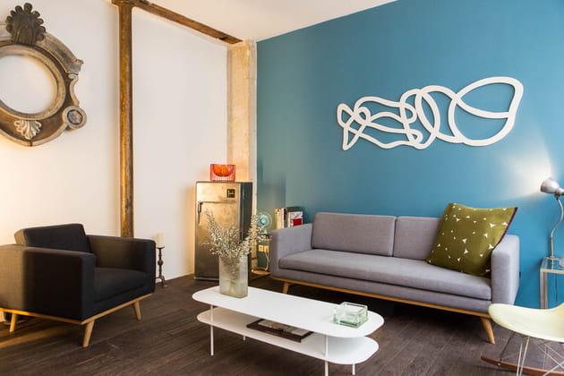 Après : un salon plus lumineux et bleu