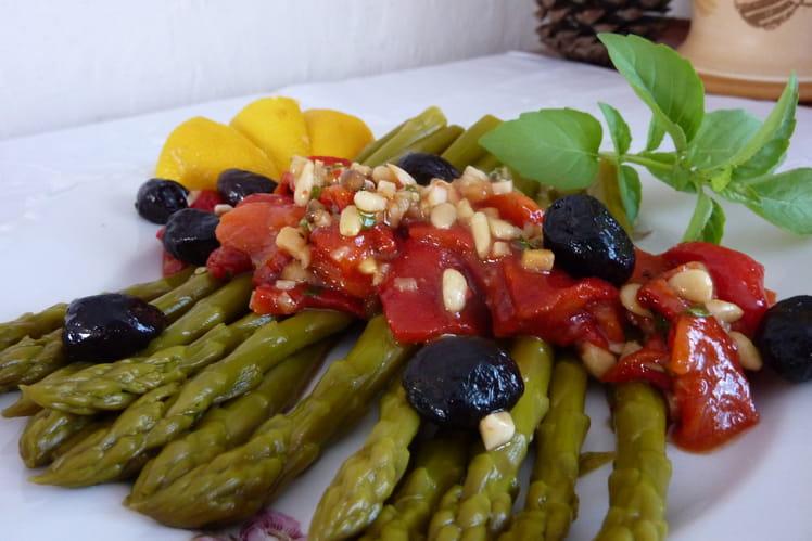 Salade d'asperges aux poivrons rouges marinés