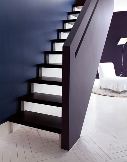 un escalier l gant 10 id es pour peindre ses escaliers journal des femmes. Black Bedroom Furniture Sets. Home Design Ideas