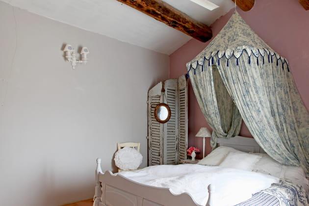 un meuble romantique. Black Bedroom Furniture Sets. Home Design Ideas