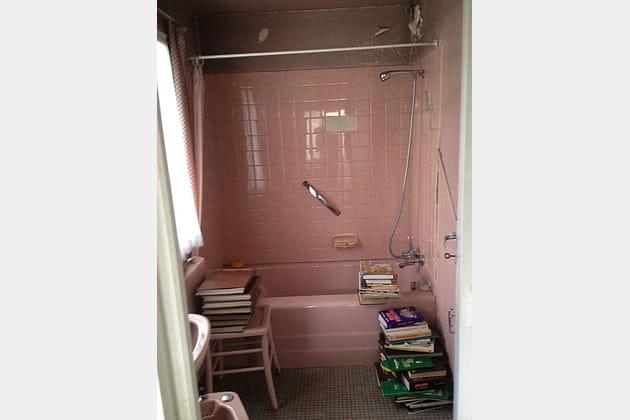 Avant: une salle de bains rose