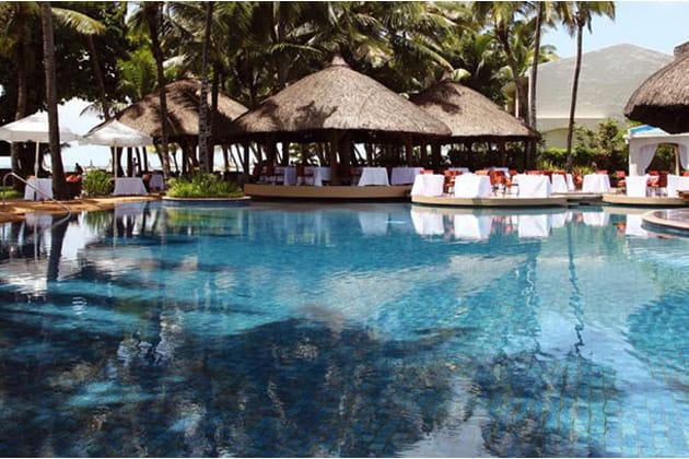 La Terrasse, au bord de la piscine