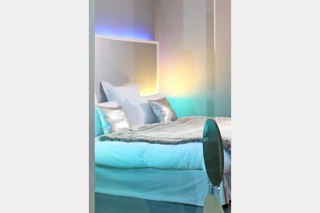 Une Lampe Neon Dans La Tete De Lit
