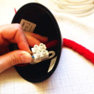 connectez l'extrémité du câble au domino du plafond