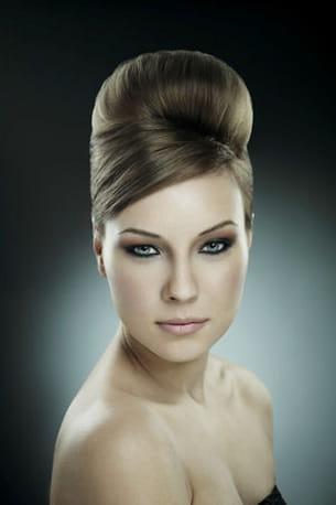 un beau chignon boule pour votre coiffure de mariée.