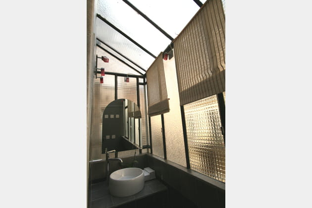 Une salle de bains à ciel ouvert
