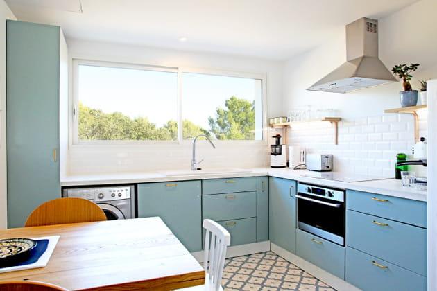 Des meubles de cuisine bleutés