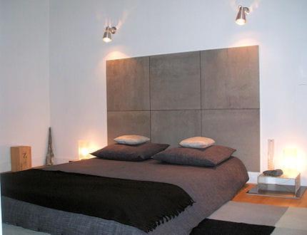 une chambre d 39 amis monacale. Black Bedroom Furniture Sets. Home Design Ideas