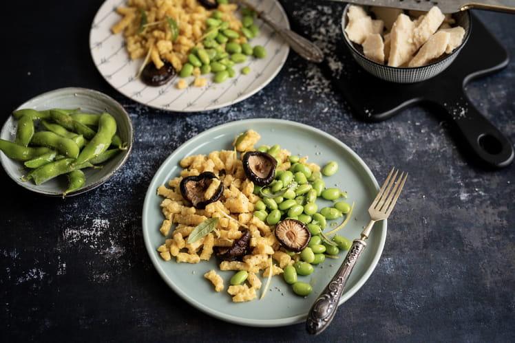 Passatelli de parmesan accompagné d'edamame et de champignons Shiitake