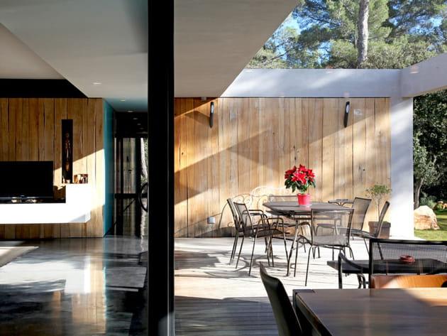 Des murs habillés de bois à l'intérieur comme à l'extérieur