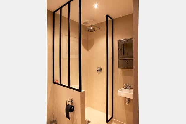 verri re en paroi de douche. Black Bedroom Furniture Sets. Home Design Ideas