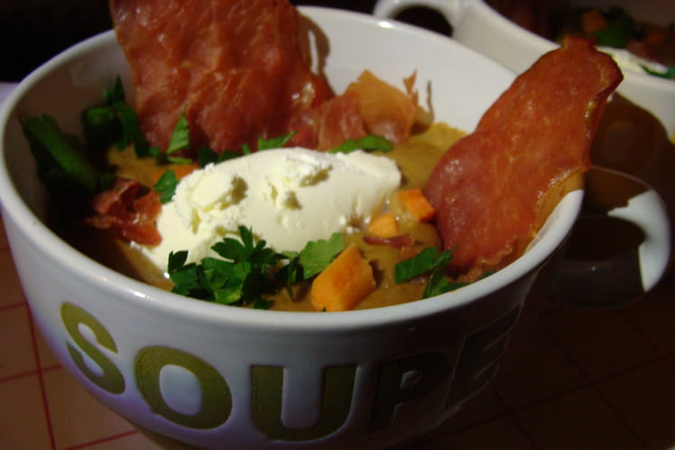 Soupe de lentilles, chips de bacon et quenelle de mascarpone