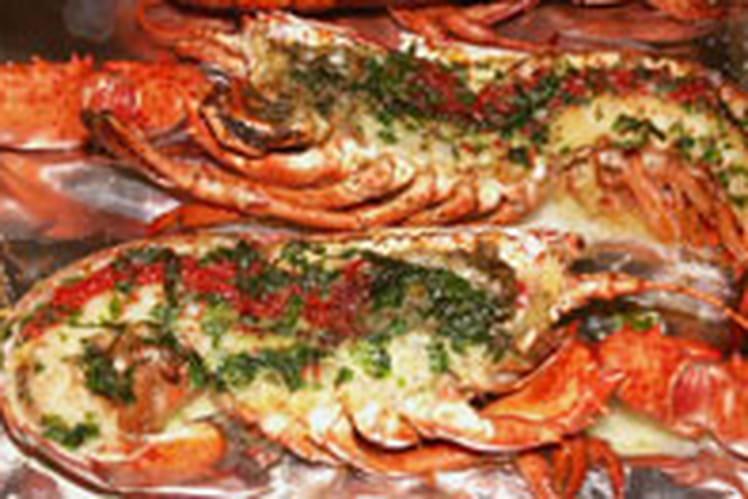 Homard grillé au beurre vert anisé