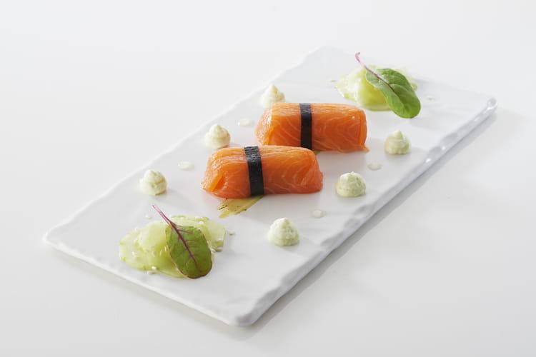 Quenelles au brochet façon sushi, crème légère au wasabi et concombre acidulé