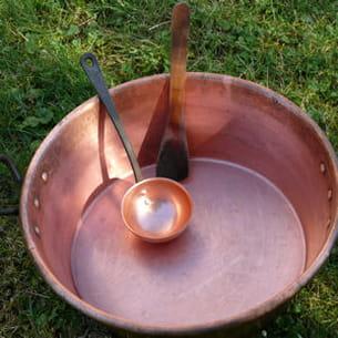 le cuivre permet une meilleure répartition de la chaleur et donc une cuisson