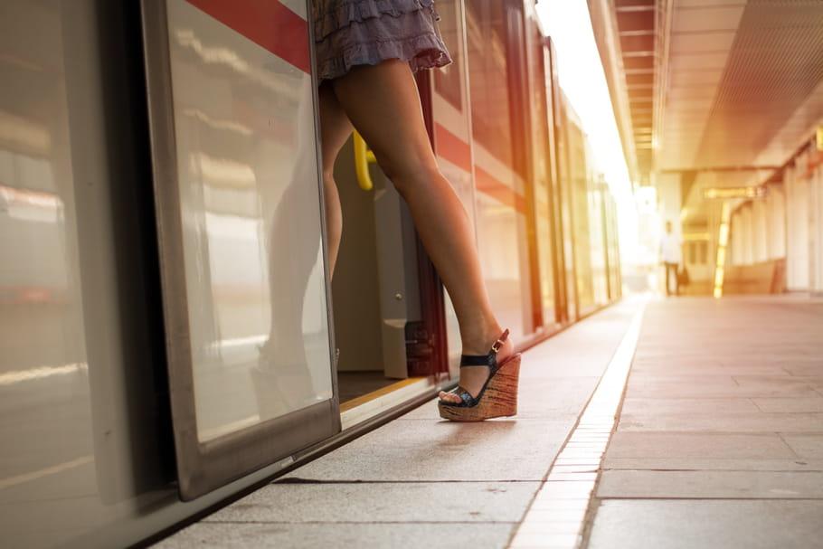 Regarder sous les jupes des filles sera bientôt puni par la loi