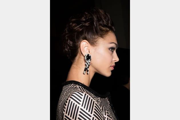 Les boucles d'oreilles corde du défilé Armani Privé
