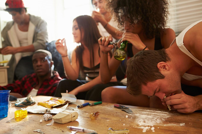 Drogue chez les jeunes: causes, conséquences, quoi faire?