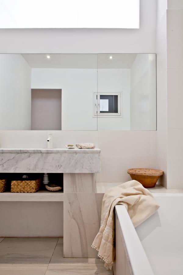 salle-de-bains-marbre-gris-blanc