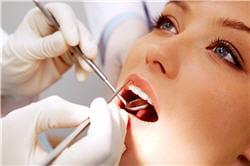 pour éviter les caries, la prise de fluor ne remplace pas le brossage des dents.