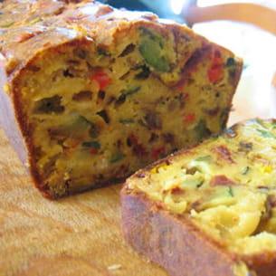 cake au cantal et aux légumes du soleil