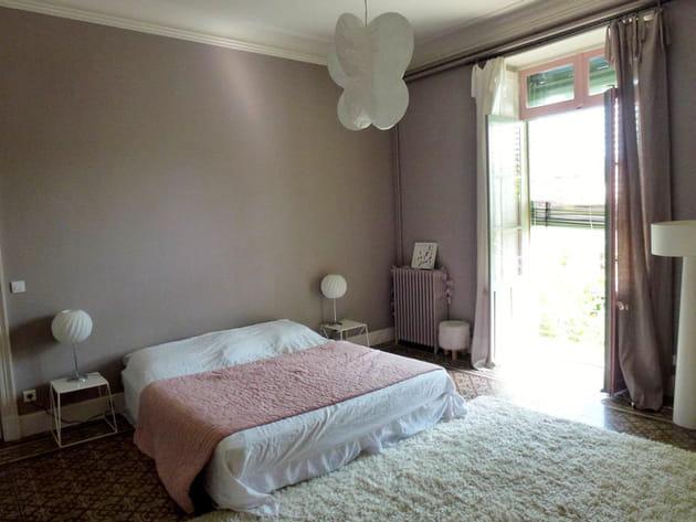 La chambre parentale au doux gris rosé