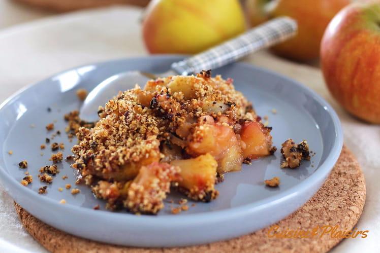 Crumble sans sucre ajouté aux pommes et prunes