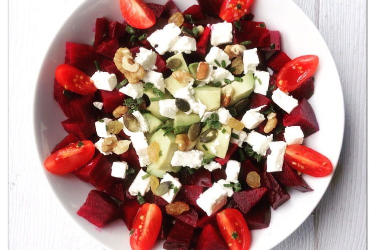 Salade betterave, avocat, feta et graines