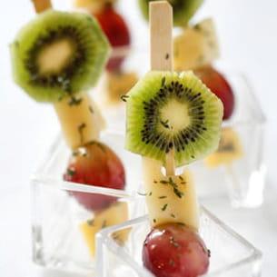 brochettes de fruits et emmental