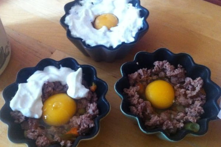 Oeufs cocotte, viande, fromage blanc