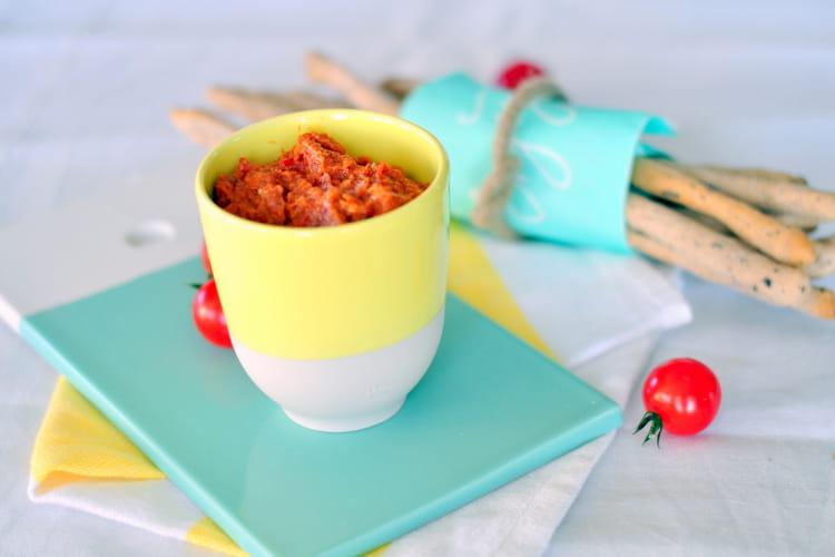 Gressins et tartinade de tomates séchées et amandes